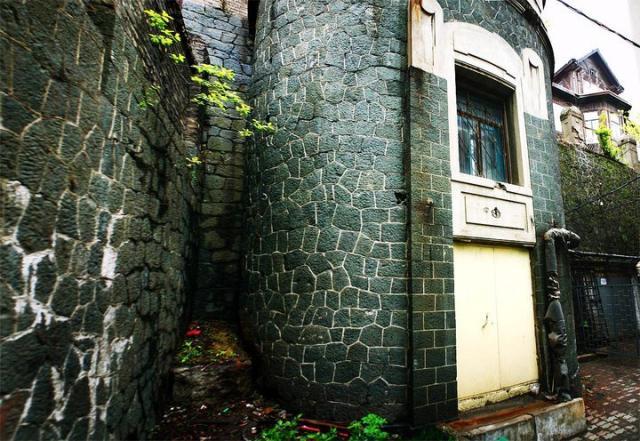Старинные дворики в центре Владивостока