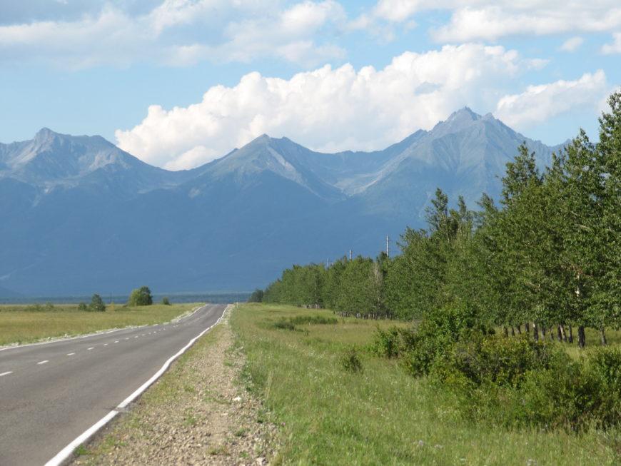 Дорога в п.Аршан, Тункинская долина. Аршан известное по всей России место выхода минеральных вод, разных по составу