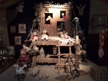 Уменьшенные декорации театра кукол «Шут»