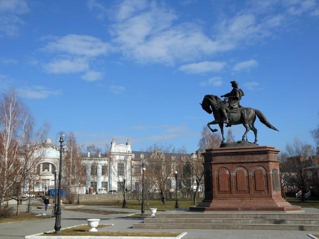 Памятник Петру Первому в Бийске
