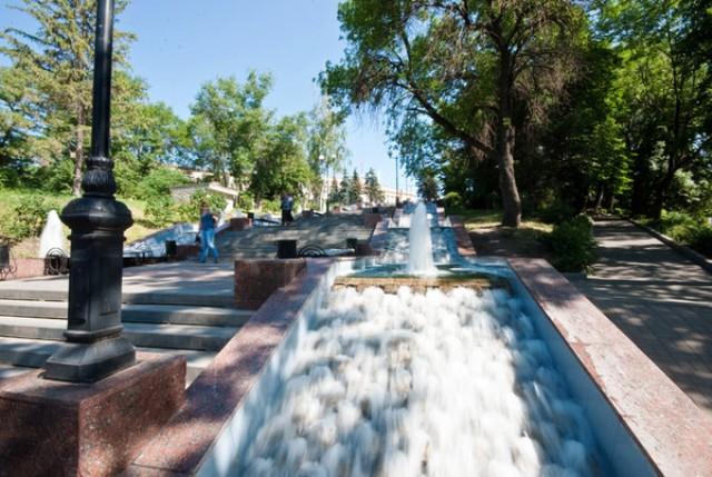 Каскад фонтанов вдоль Петровского спуска