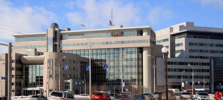 Центральный офис «Сургутнефтегаза» на пересечении ул.Ленина и Мира
