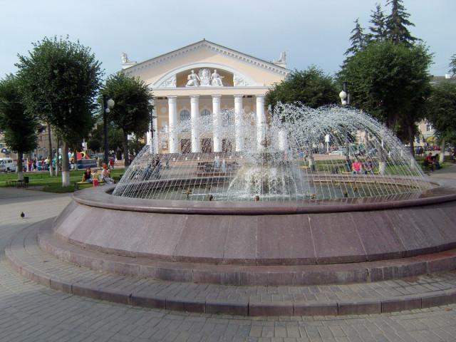 Театральная площадь. Калужский областной театр
