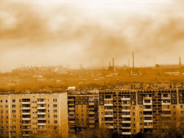 Дымят заводы Челябинска