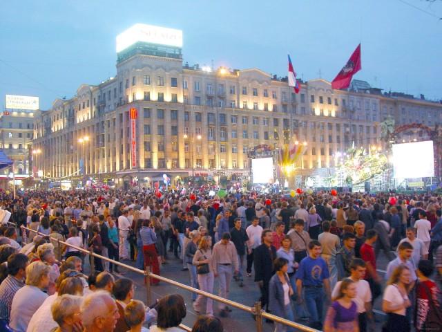 Народ в Челябинске гуляет