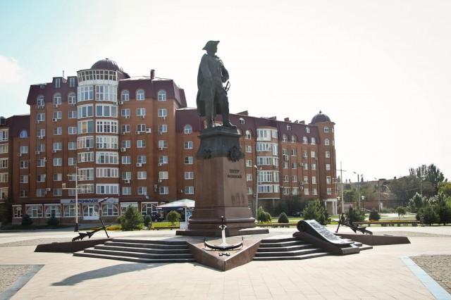 Астрахань. Памятник Петру Первому