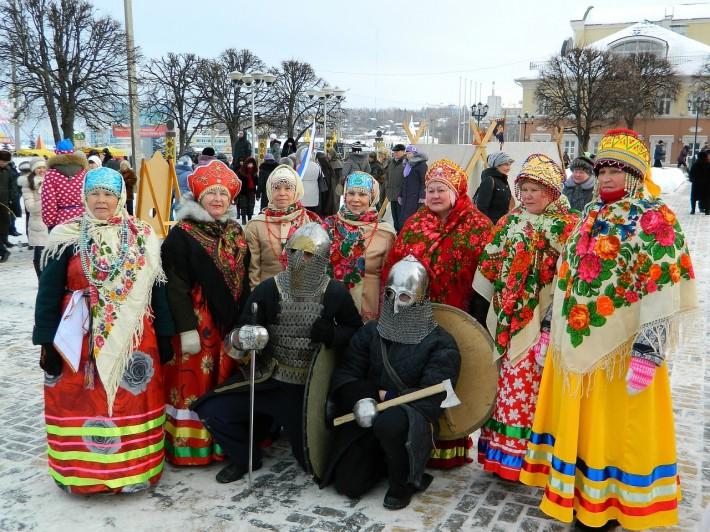 Фольклорный коллектив Сударушки на массовых гуляньях в Чебоксарах