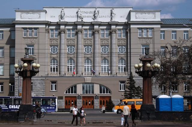 Омский Государственный Университет Путей Сообщения. Ранее в нем находилась резиденция Колчака, а до нее Управление железной дороги
