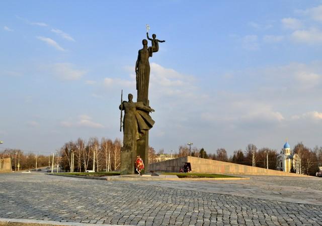 Монумент воинской и трудовой Славы (памятник Победы)