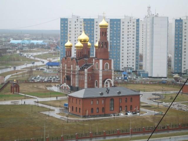 Церковь на набережной