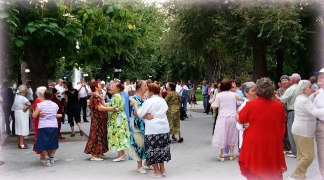 Танцы в Братском саду