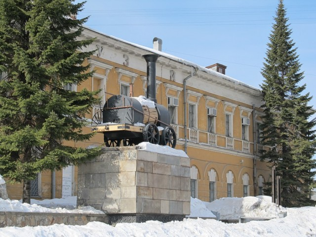 У краеведческого музея