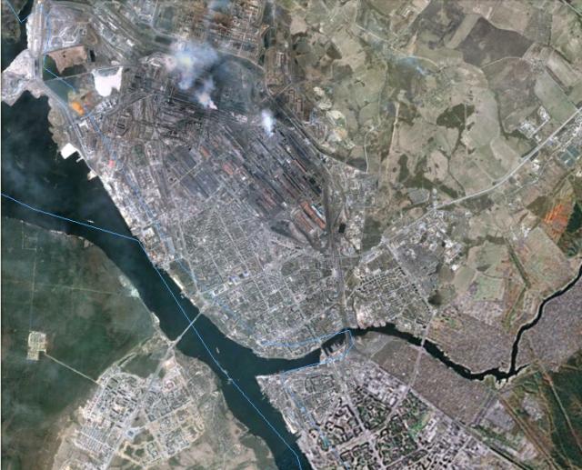 Снимок Череповца из космоса, промзона более тёмная, там, где дымы