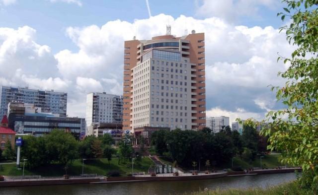 Кантри-парк в Химках – представительство BMW и Volvo
