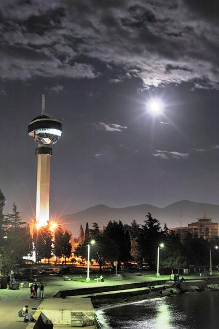 Диспетчерская башня ночью
