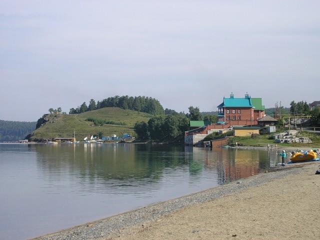 Один из домов в поселке Тургояк