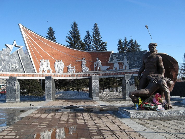 Памятник павшим воинам на привокзальной площади