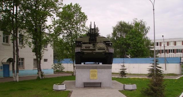 У проходной завода МЕТРОВАГОНМАШ