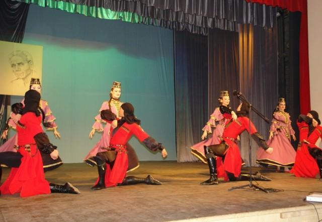 Выступление ансамбля танца Кабардинка
