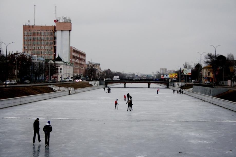 Типичная астраханская зима: замерзает только канал