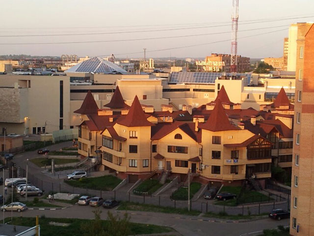 Вид на таун-хаус в Центральном районе и торгово-развлекательный центр «Рио»
