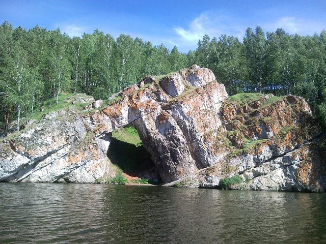 «Каменные ворота» (правый берег реки Исеть)