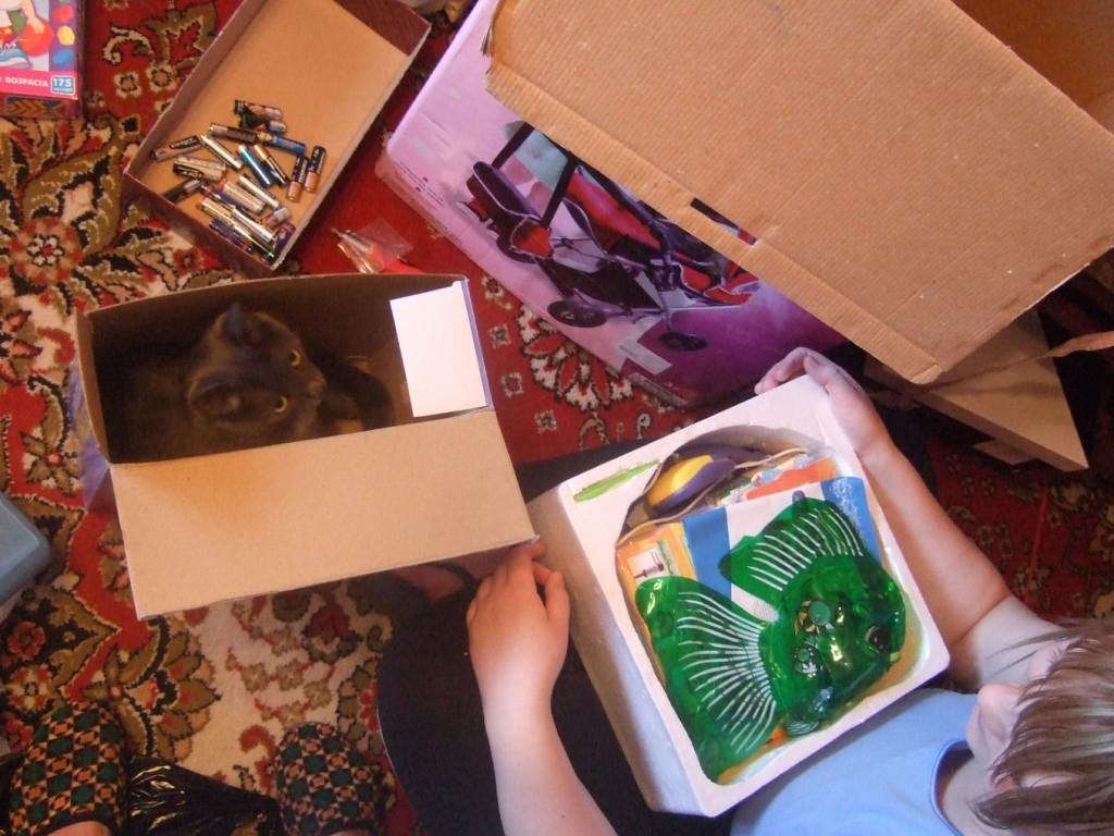 Перед хранением и транспортировкой кота убедитесь, что из него вынуты батарейки