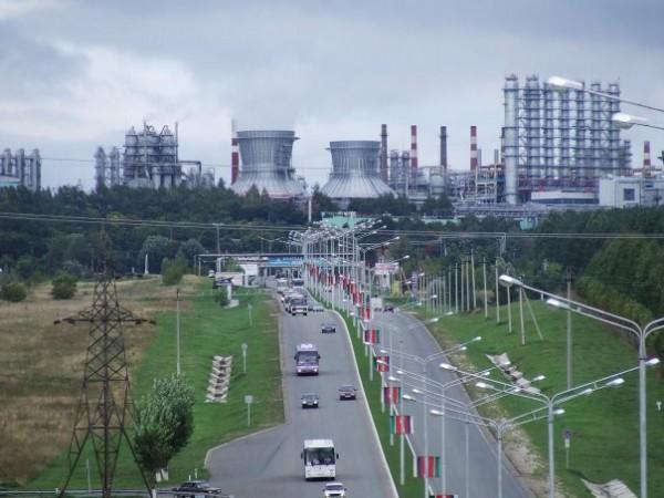 Впереди промышленная мощь города