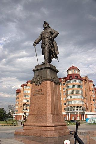 Памятник Петру 1 на набережной