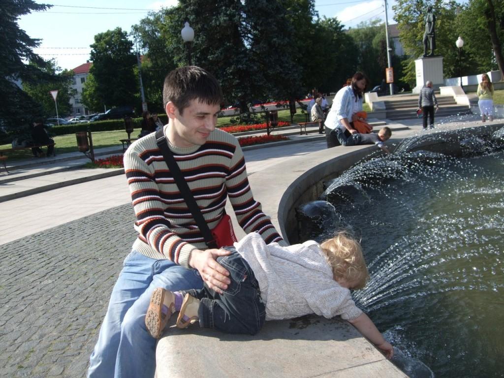 Я с ребенком у фонтана