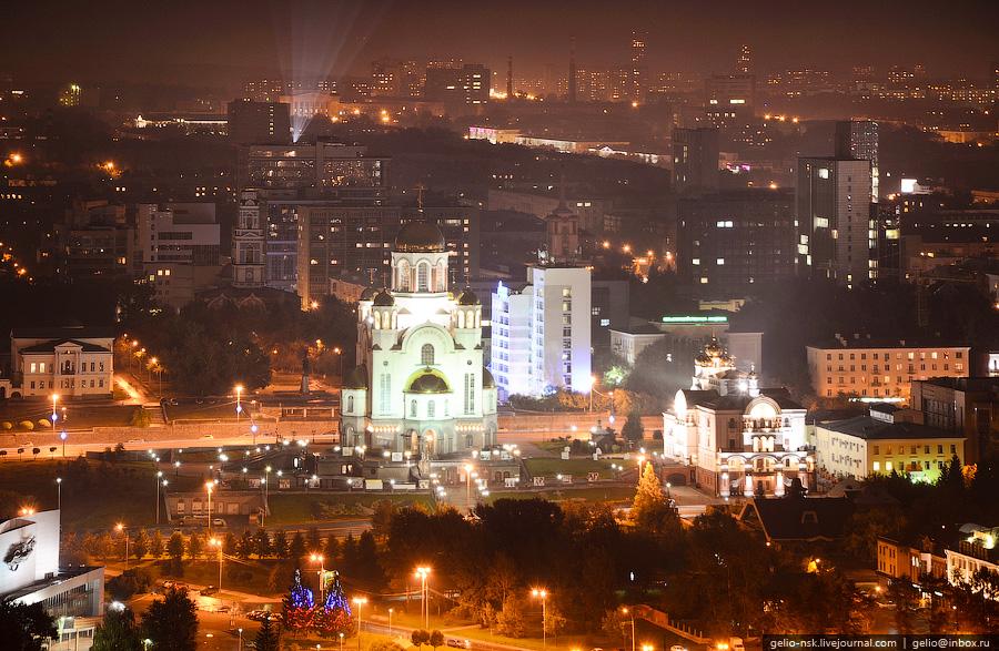 Храм построен на том месте, где в ночь с 16 на 17 июля 1918 года был расстрелян последний российский император Николай II и его семья