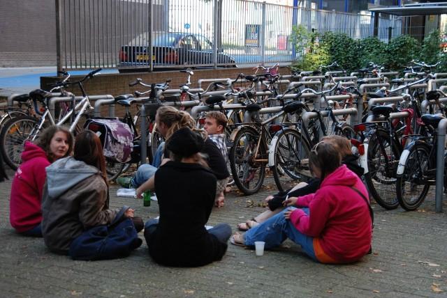 Амстердам. Во дворе общежития