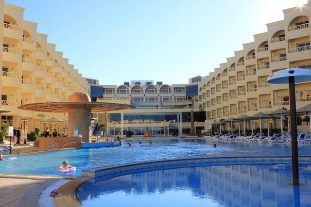 Когда на Черноморском побережье построят такие отели, туда приедут туристы, да и я вернусь обратно