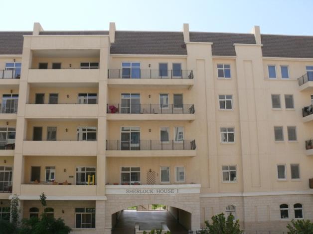 Пример маленького и большого балконов. Пойти поснимать балконы в нашем раойне – тема еще одного репортажа... как же по-разному их используют!
