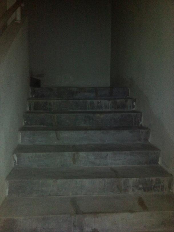 Пример «пыльной лестницы» в одном из недорогих районов