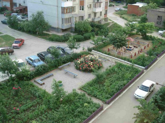 Ухоженный двор. Военный городок