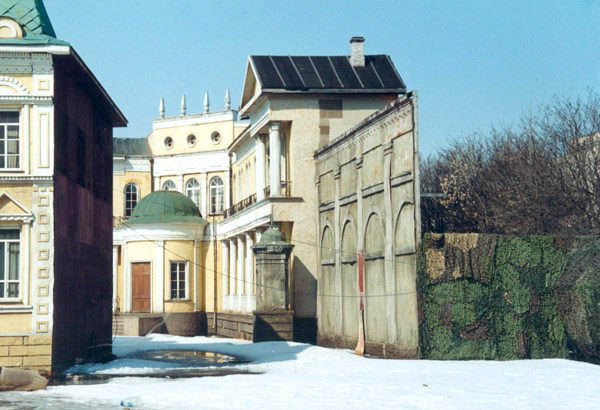 Площадка с декорациями русского города XIX века на территории Мосфильма