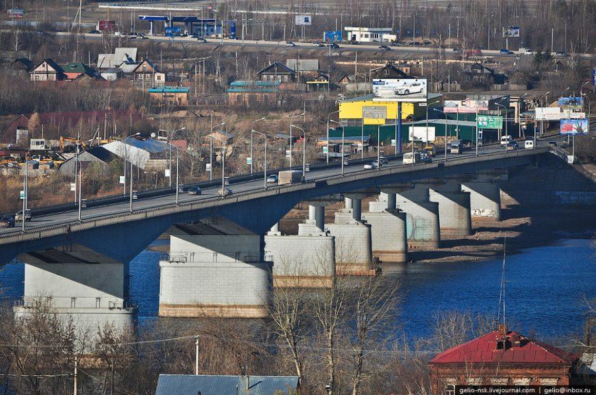 Длина моста — 998 метров