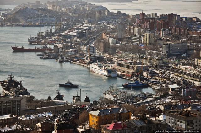 Бухта Золотой Рог. Причал Владивостокского морского торгового порта