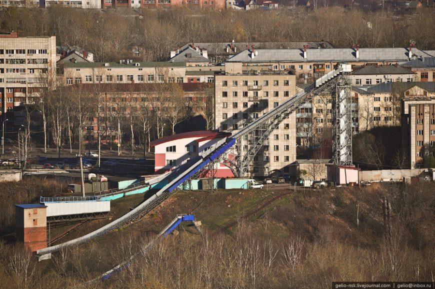 """Комплекс трамплинов и центр подготовки """"Летающий лыжник"""""""