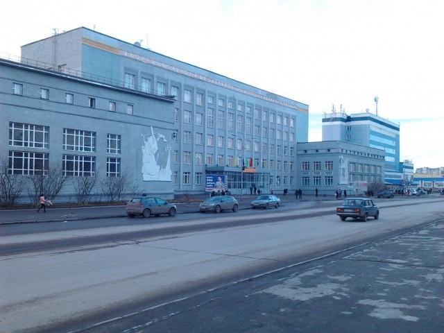 Дворец пионеров, сейчас его называют то ДТДМ (дворец творчества детей и молодежи) или ДТЮ (дворец творчества юных)
