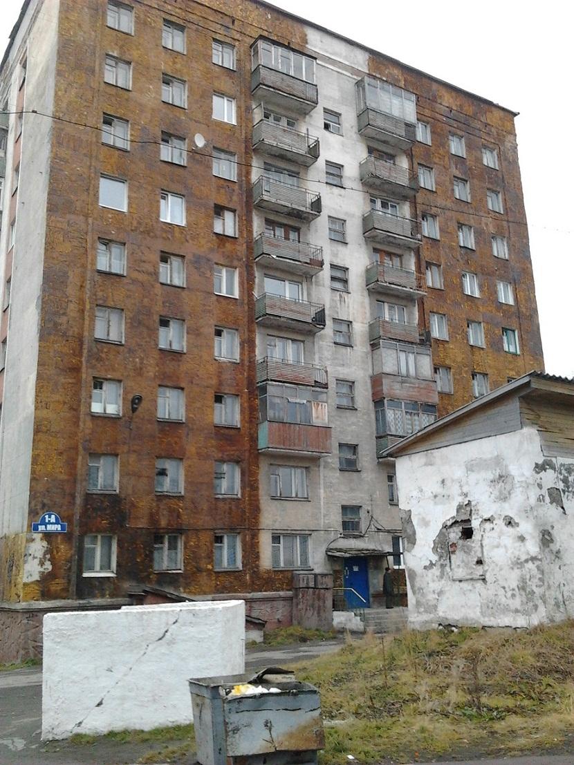 Жилой дом по ул.Мира, покрыт монтажной пеной для утепления