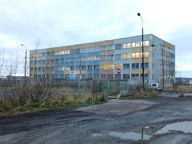 Школа № 13 в Шахтерском районе города (или 2-й район)