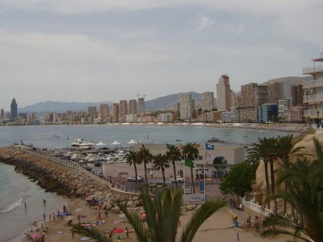 Вид города с набережной левая сторона пляжа