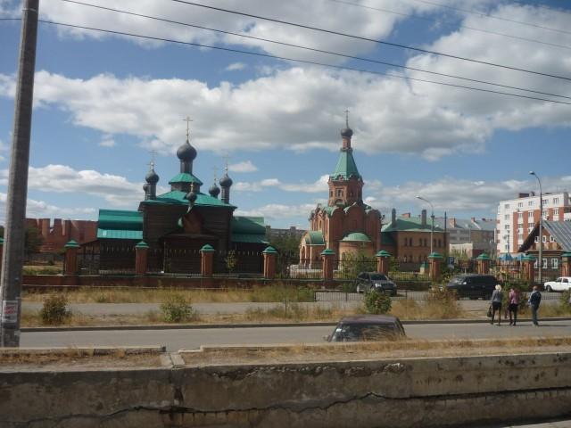 Дзержинская приходская церковь и часовня рядом с ней
