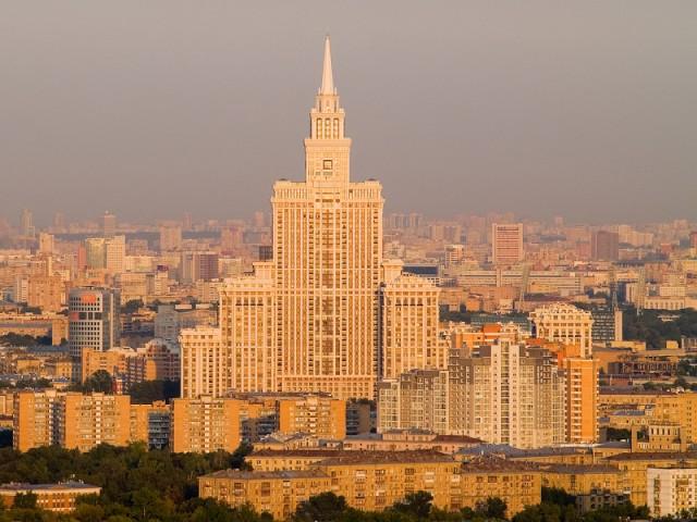 ЖК «Триумф Палас» на фоне местных «небоскребов»
