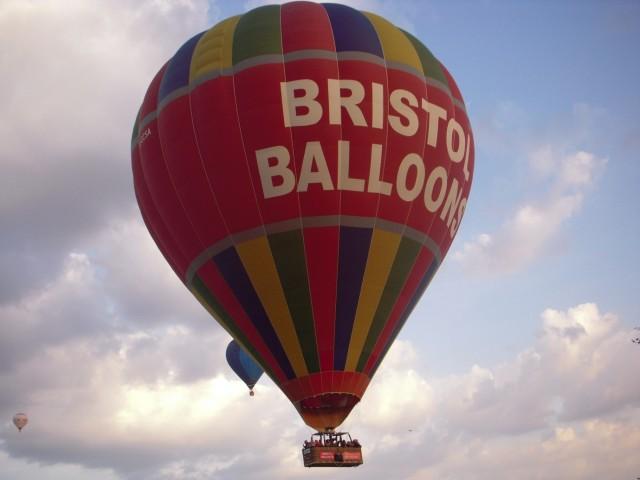 Каждый год в сентябре проходит известный Бристольский фестиваль воздушных шаров