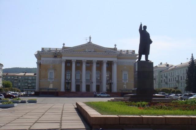 Железногорск. Площадь имени Ленина. Дворец Культуры. 2009 год.