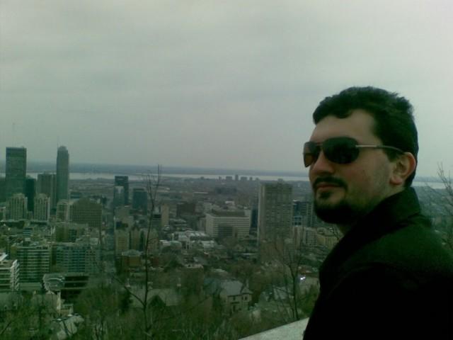Александр Набатов на фоне Торонто
