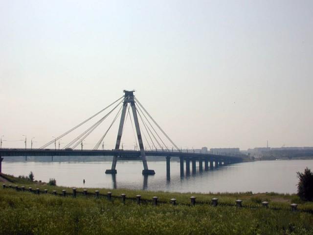 Мост через Шексну – пожалуй, одно из самых значимых строений в городе